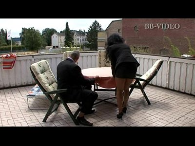 Milfs Outdoor Brunette video: who is she