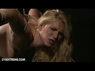 Blonde Blowjob Cumshot video: Poor Little Linda