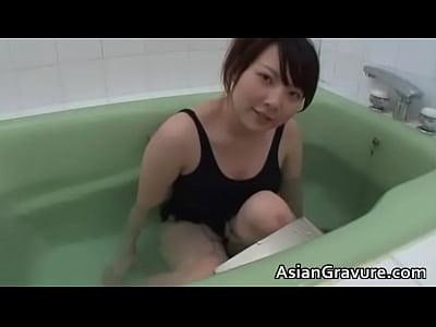 可愛すぎて強制発情閲覧注意天使すぎる美少女がスクール水…