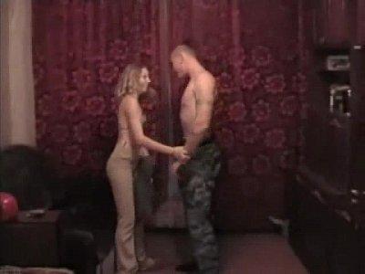 Ninfeta em cenas picantes de sexo proibido