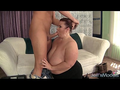 Chubby Chunky Facial video: Fat Ass Lady Lynn eats cum