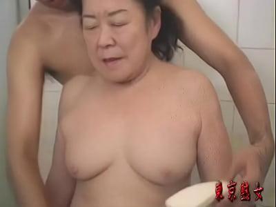 還暦をとっくに過ぎたおばあちゃんが初めてのAVでイク!!