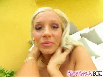 Красивая мастурбация блондинки