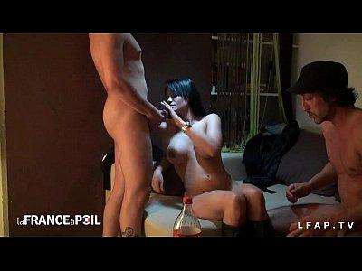 Jeune sublime brunette francaise infidele baisee par 2 pervers