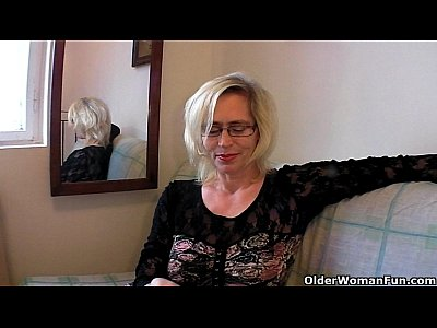 Stockings Milf Mature video: Perverted granny pushes her fist up her old cunt
