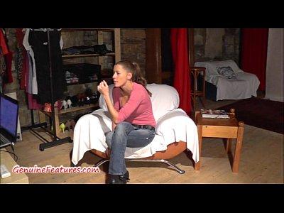 amatoriale ragazza mostra figa e tette al casting