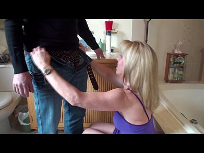 Blowjob Facial Milf video: Quickie Bathroom Blow-Job
