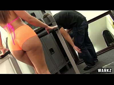 Kelsi video: RoundJuicyButts - Kelsi Monroe - Gym Rat Creeps Ass-tastic Babe NEW (WANKZ March 19, 2015) NEW
