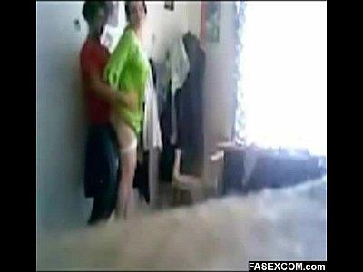 Caliente madura se mete con su yerno a un cuarto para que le den una buena metida de verga