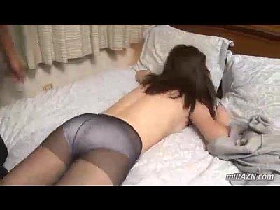 性欲めちゃくちゃありまくりな貪欲淫乱熟女が押さえつけられての手マンで乱れ喘ぐ!