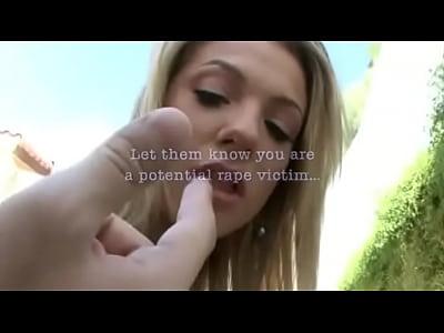 autostoppista nishe dà masturbazione con la mano per guidare