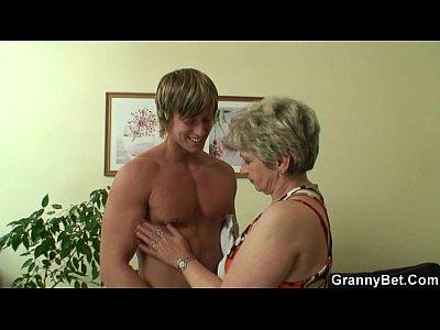 Videos de tanga Hot guy bangs lonely granny