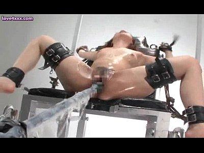 美人の拘束無料siofuki動画。薬漬けにされローションまみれで拘束され電動ドリル責めする美人奴隷