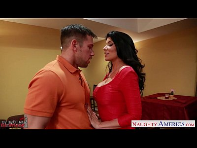 Blowjob Pornstar Brunette vid: Hot gf Romi Rain riding cock