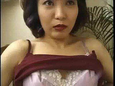 熟女人妻がAVにトライして万個を責められて快感にうち悶える動画
