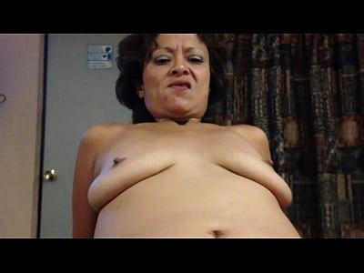una madurita mexicana muy puta recibiendo la verga montada en ella