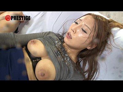 【松嶋葵】大量の唾液を交換しながらベロキスする淫乱痴女!