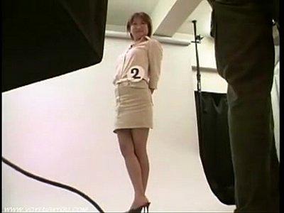 ロケットおっぱいなエロい体をした女子大生風のお姉さんの着替えを盗撮カメラでばっちり録画