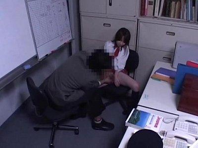 【レ◯プ動画】「ゴムつけてください」万引きした制服JKを性処理ペットにし中出し制裁
