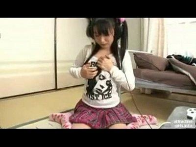 【素人Jkオナニーエロ動画】女子高生がお兄ちゃんの部屋でAV観ながらパンツに手を入れてオナニーしちゃうエロ動画!