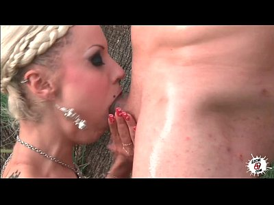 Blowjob Licking Outdoor video: LECHE 69 Fucking Bootalicious in the garden