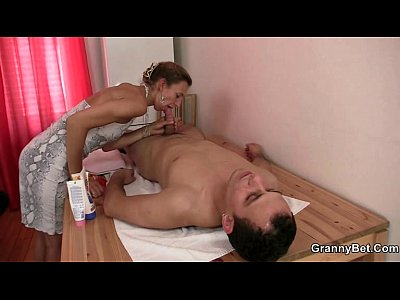 Mature Granny video: Mature masseuse takes it from behind