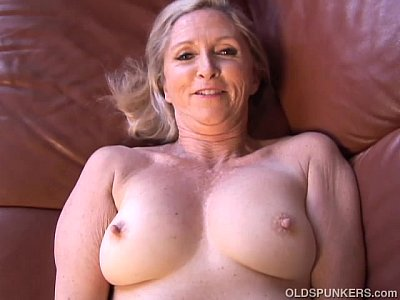 Blonde Milf Granny video: Super sexy older lady plays with her juicy pussy for you