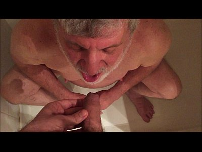 Dexo Gay silverdaddy drinking piss from uncut cock