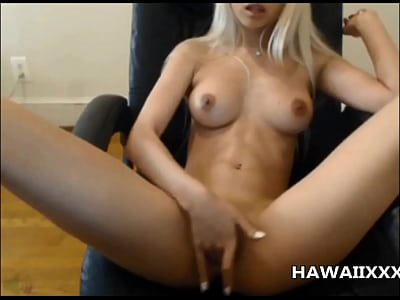 Boobs Blonde Babe vid: Hot Hawaiian Babe Squirts on Cam