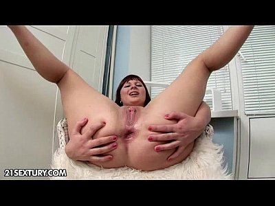 Baldpussy Brunette Fingering video: CutiesGalore presents Sirene