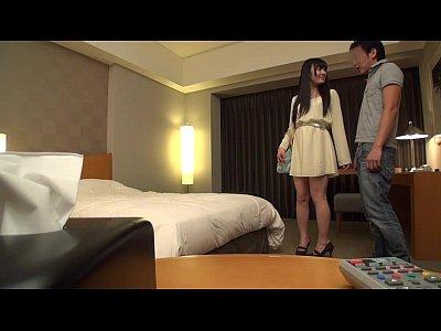 【隠し撮り】全然堕ちないクール系の美少女も押しの一手でパコる関西弁ナンパ師 の無料エロ動画