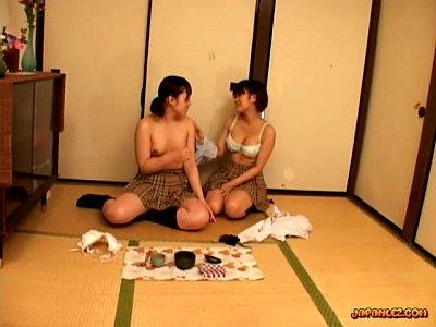 女子高生レズカップルが巨乳重ね合ったりクンニしたりラブラブ過ぎる! – 無料エロ動画まとめSP-ERO.NET