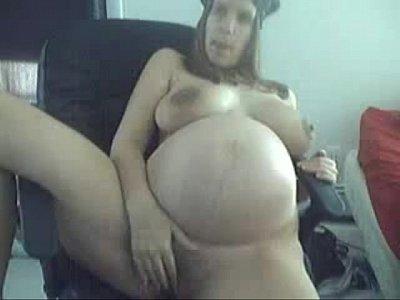 Беременная мастурбирует