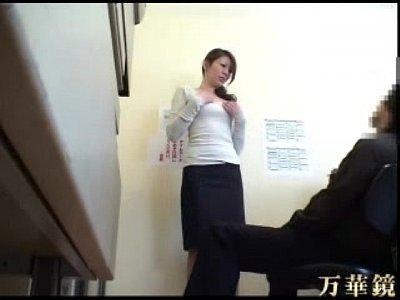 【素人巨乳人妻盗撮動画】万引き人妻が事務所に連れて行かれ変態エロ店長に犯される隠し撮りエロ動画