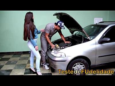 Tufos Apresenta – Marido Flagrando Brasileira Esposa Dando Ao Mecânico