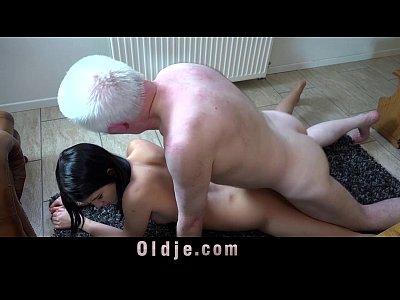 Видео velho a gostoso transando com novinha kiss and