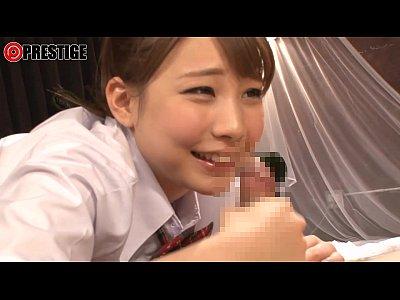 JKコスしたメンズエステの可愛い女の子が笑顔で手コキ「気持ちいいですか?」