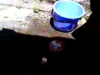 [風呂盗撮]バケツで行水!民家風呂盗撮動画です。