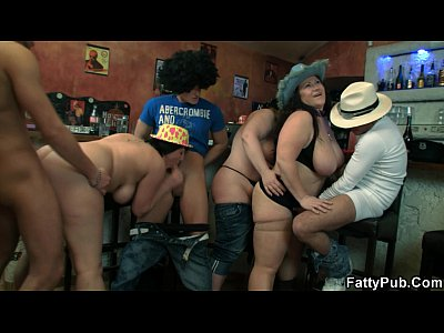 Bigtitsparty Bbwbar Bbwclub vid: Plump babe takes two cocks from both ends