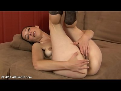 Fingering Solo Milf video: Fiona Fillmore is a Horny Milf that loves to rub her Pussy