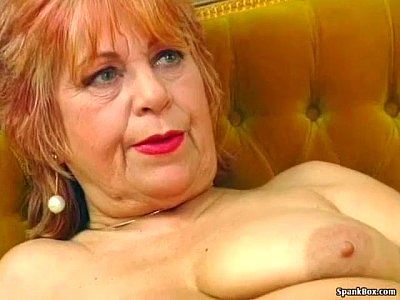 Hairy Masturbation xxx: Granny masturbates with a banana
