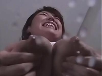 可愛い花柄ブラに包まれたミルクタンク巨乳から母乳が噴出!   の画像