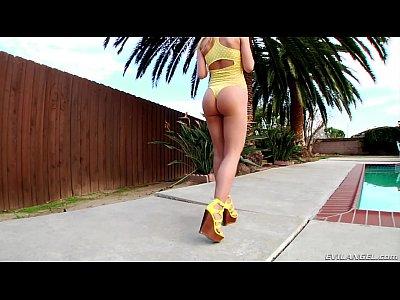 Ass Asssex Assfuck video: Stretching Alina West's teen asshole