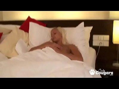 Fingering Teen Blonde video: Barbie Doll Teen Fucks Herself Madly In Bed