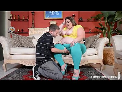 Porno video: Chubby Wife Car Breaksdown and She Gets Ass Fucked