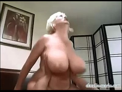 Amature bouncing on big cock slutload
