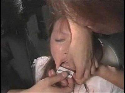 緊縛された状態で口や皮膚にタバスコを擦り込まれる拷問を受け悲鳴を上げて助けを求める奴隷女  の画像