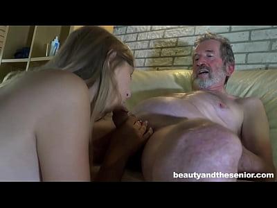 Loirinha Massageia O Vovô