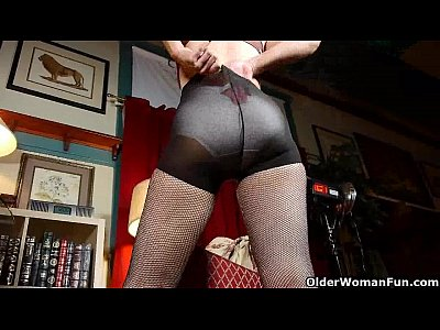 Mom gets her hardest orgasm in pantyhose