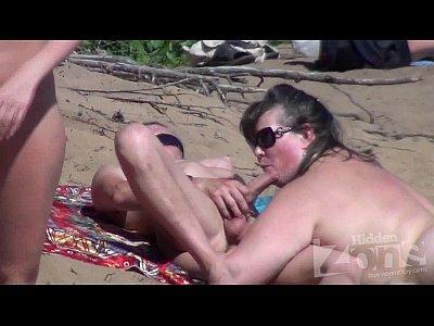 Xnxx Casal Americano Na Praia De Nudismo Fazendo Putaria